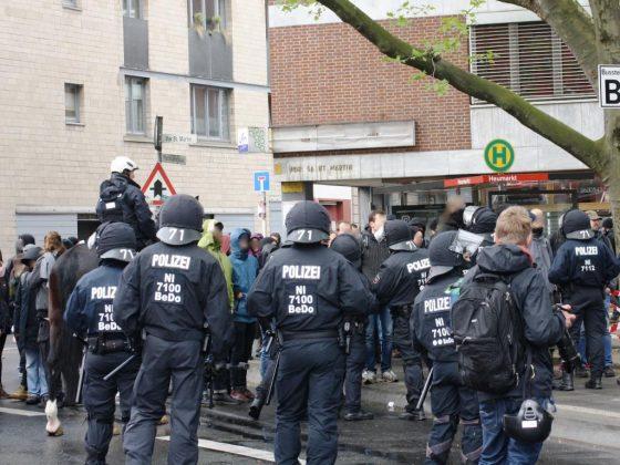 Die Proteste auf den Straßen rund um den Kölner Heumarkt verliefen zum größten Teil - bis auf wenige Ausnahmen - friedlich. - copyright: CityNEWS / Christian Esser