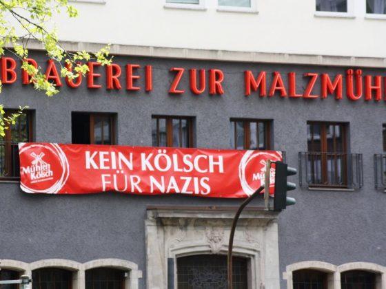"""Kölner Gastwirte protestierten mit Aktion """"Kein Kölsch für Nazis"""" gegen Rechts. - copyright: CityNEWS / Christian Esser"""