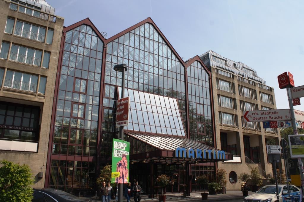 Auch über die sozialen Medien war gegenüber des Maritim Hotels ein Shitstorm entbrannt. - copyright: CityNEWS / Christian Esser