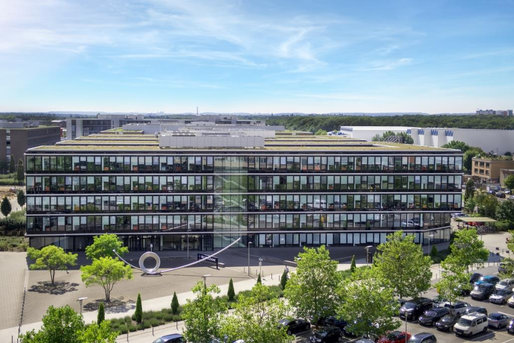 Das Firmengebäude von NetCologne in Köln-Ossendorf ist ebenfalls von der Evakuierung betroffen. - Foto: Marius Becker