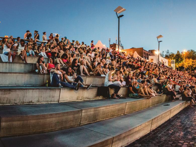 Nicht nur Film-Fans fiebern jedes Jahr der Eröffnung vom Kölner Open Air Kino im Rheinauhafen entgegen. - copyright: BAY GmbH