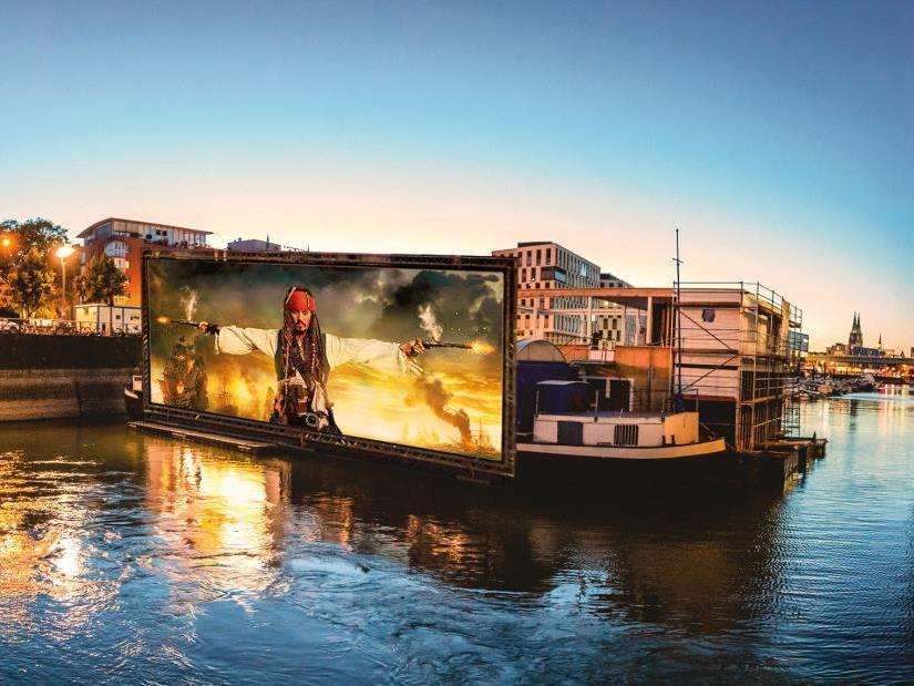 Wenn ab dem 25.05.2017 die Kinokassen im Rheinauhafen Köln öffnen, blicken die Organisatoren auf elf ereignisreiche Jahre Sion Sommerkino zurück, dem einzigen Open Air Kino am Rhein. - copyright: BAY GmbH