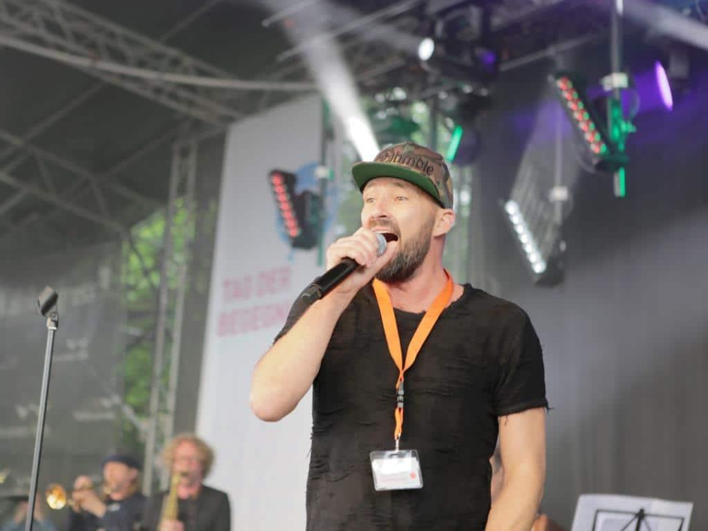 Reggae-Musiker Gentleman auf dem Tag der Begegnung. - Foto: Nola Bunke / LVR