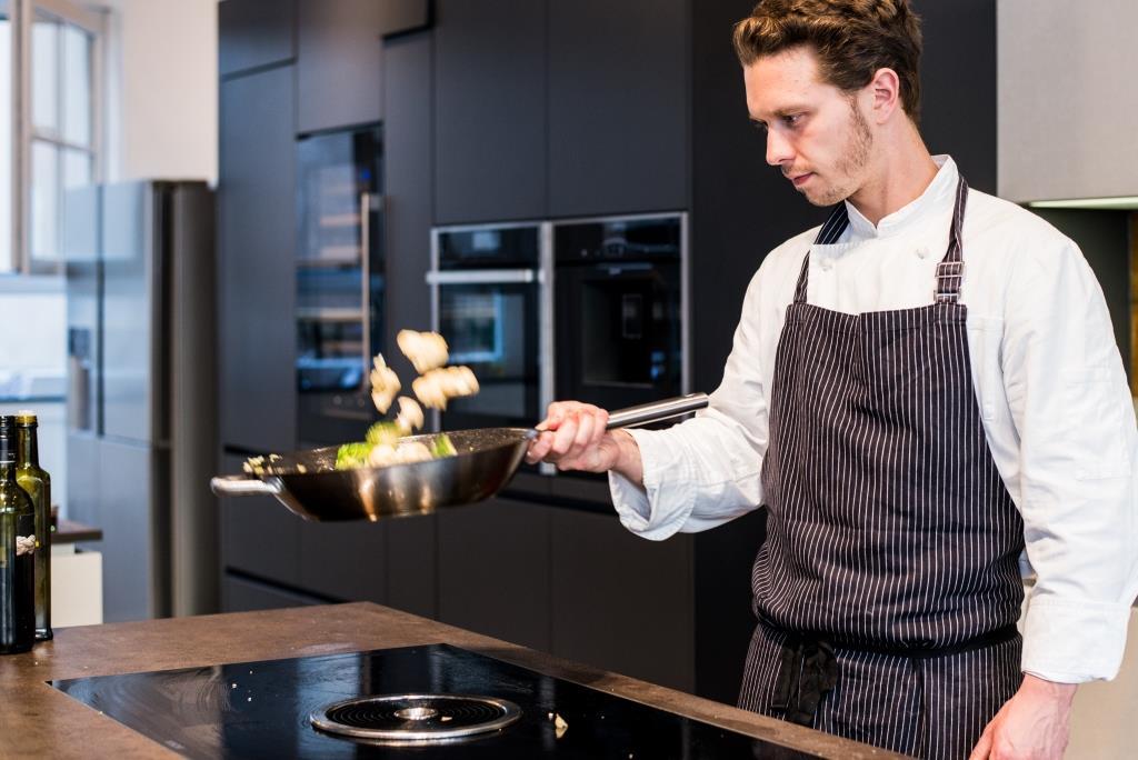 Spaß am Kochen und gemütliches Beisammensein stehen im Mittelpunkt und sorgen für ein unvergessliches Erlebnis! - copyright: Kochfabrik Köln über Event Inc