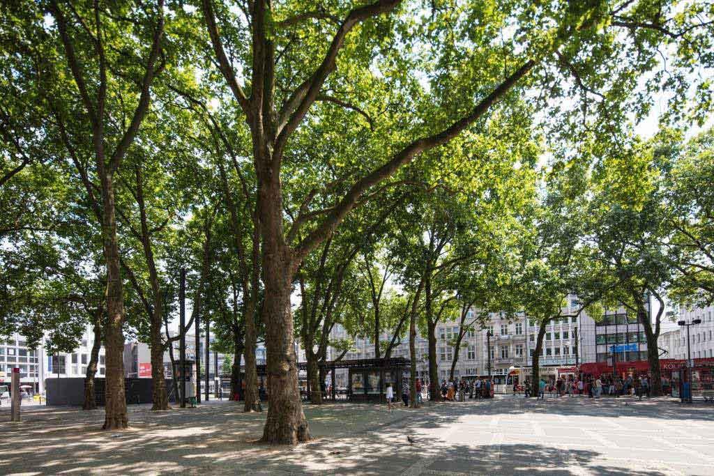 Seit Jahrzehnten ist der Neumarkt mit seinen anliegenden Plätzen und Straßen ein beliebter Treffpunkt und Umschlagort der Kölner Drogen-Szene. - copyright: CityNEWS / Alex Weis