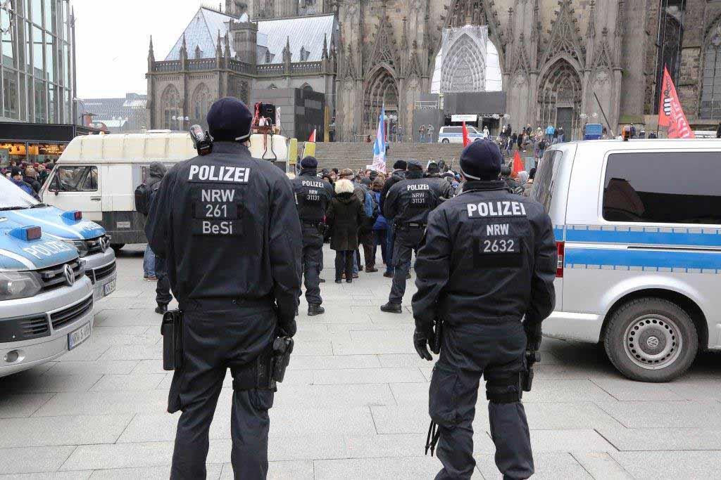 Die Polizei wird zur Groß-Demonstration neben zahlreichen Einsatzkräften auch Wasserwerfer bereithalten. (Symbolbild) copyright: Polizei Köln