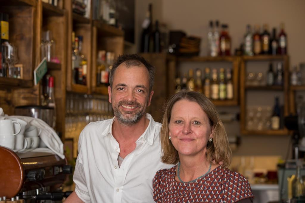 Mit der Eröffnung eines Bistros plus integriertem Feinkostgeschäft haben sich Belinda und Martin Pradel vor drei Jahren einen lang gehegten Wunsch erfüllt. - copyright: CityNEWS / Alex Weis