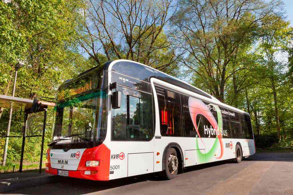 Umweltfreundlich durch Köln: KVB schafft rund 50 E-Busse an. copyright: Christoph Seelbach / Kölner Verkehrs-Betriebe AG