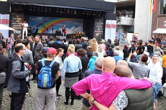 Programm der Politurbühne am Alter Markt - copyright: ColognePride / Viktor Vahlefeld & Volker Glasow