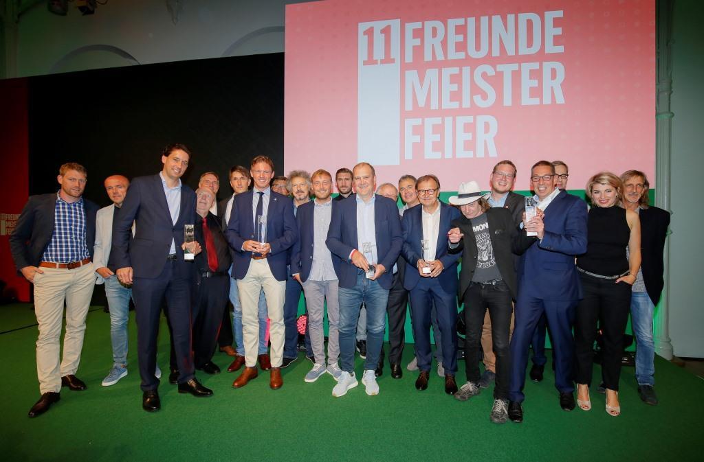 Gewinner und Laudatoren der 11FREUNDE Meisterfeier 2017 in der Kölner Flora. - copyright: 11FREUNDE / Axel Kirchhof