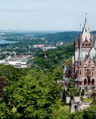 Selbstverständlich gehört bei einem Ausflug zum Drachenfels auch ein Besuch in der Drachenburg dazu. - copyright: Schloss Drachenburg gGmbH / Christoph Fein