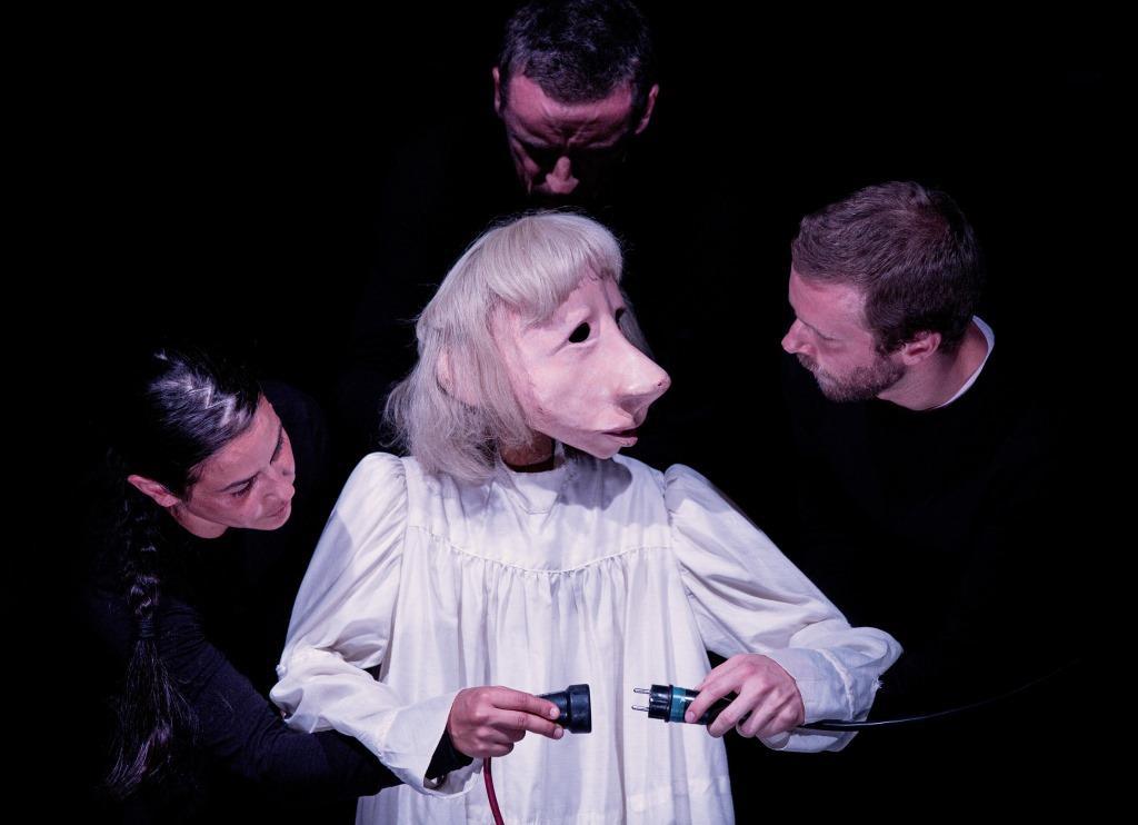 Gefeiertes Maskentheater: Familie Flönz - copyright: Valeria Tomasulo