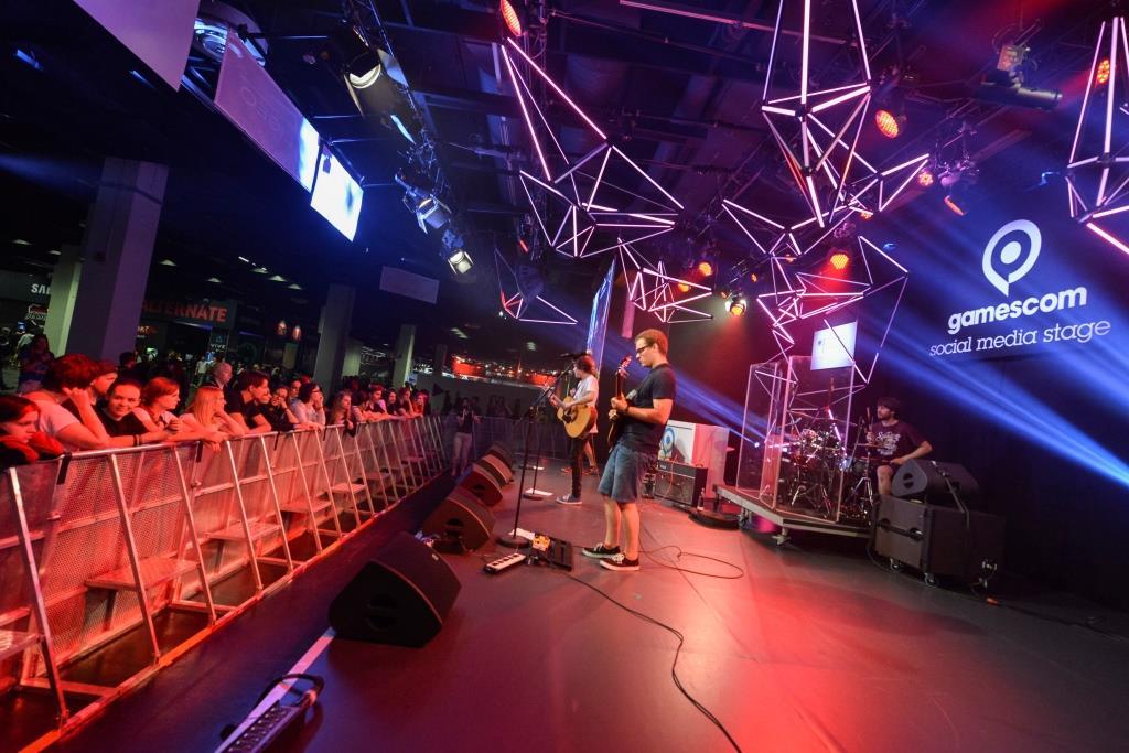 Die ganz große Bühne im Rahmenprogramm der gamescom bietet die social media stage - copyright: Koelnmesse GmbH, Jürgen Dehniger