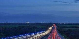 Autofahrer installieren eine Dashcam überwiegend, um Verkehrsabläufe zu dokumentieren und so bei Verkehrsunfällen die Schuldfrage eindeutig beweisen zu können. - copyright: pixabay.com
