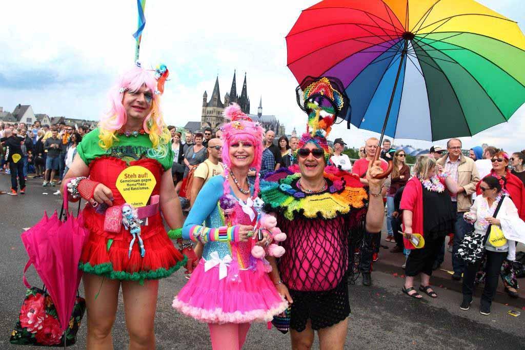 Der Christopher Street Day in Köln zu den größten Pride-Veranstaltungen in Europa. copyright: Viktor Vahlefeld + Volker Glasow