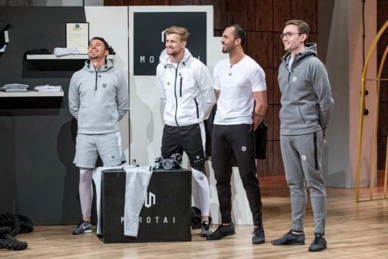 """Andreas Mair, Waldemar Wenzel, Rafy Ahmed und Werner Strauch (v.l.) aus Birkenfeld präsentieren mit """"Morotai"""" Sportbekleidung. Sie erhoffen sich ein Investment von 75.000 Euro für 15 Prozent ihres Unternehmens. Foto: VOX / Bernd-Michael Maurer"""