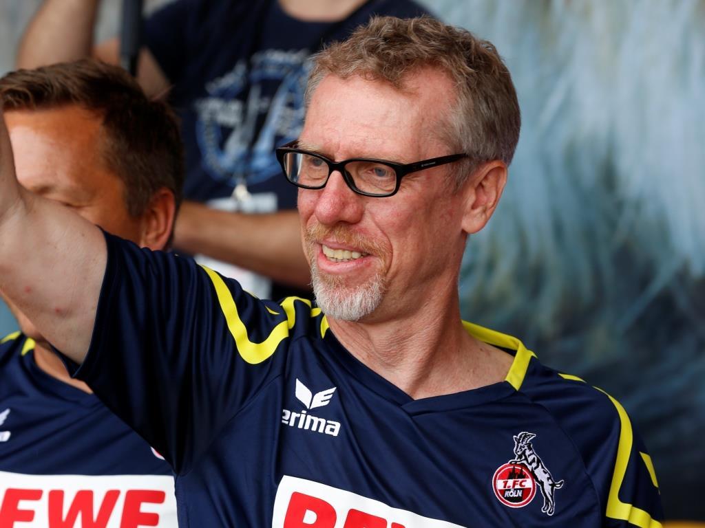 Peter Stöger, Trainer des 1. FC Köln stand den fünf Gewinnern Rede und Antwort, als diese ihn mit Fragen löchern durften. copyright: CityNEWS / Alex Weis