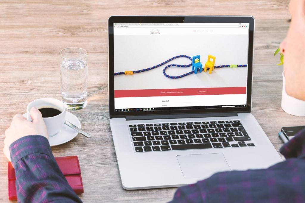 Eine Homepage gehört mittlerwerile zum Standard einer Firmenpräsenz. - copyright: pixabay.com
