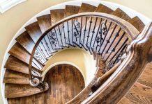 Die Treppe als wahrer Blickfang im Haus - copyright: pixabay.com