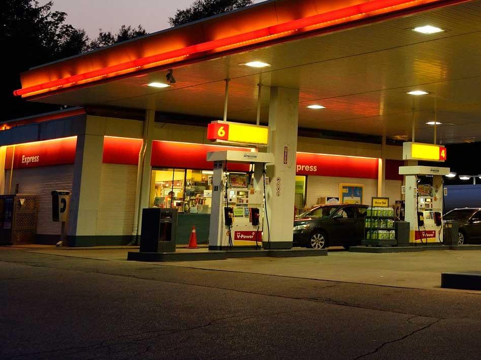 Schon wieder eine Tankstelle! - copyright: pixabay.com