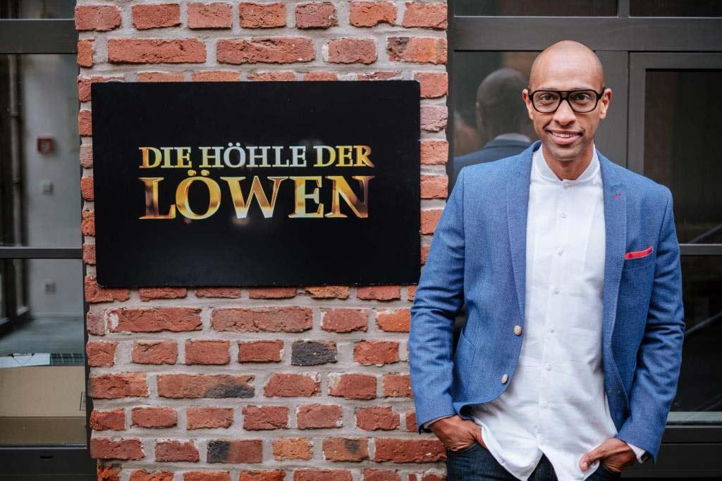 """""""Die Höhle der Löwen""""-Moderator Amiaz Habtu im Interview mit CityNEWS - copyright: VOX / Stefan Neumann"""