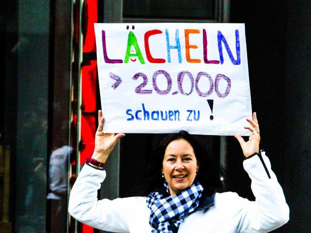"""Der Neumarkt ist """"The place to be"""" insbesondere nach dem Rennen. - copyright: Manuel Werners / Köln Marathon"""