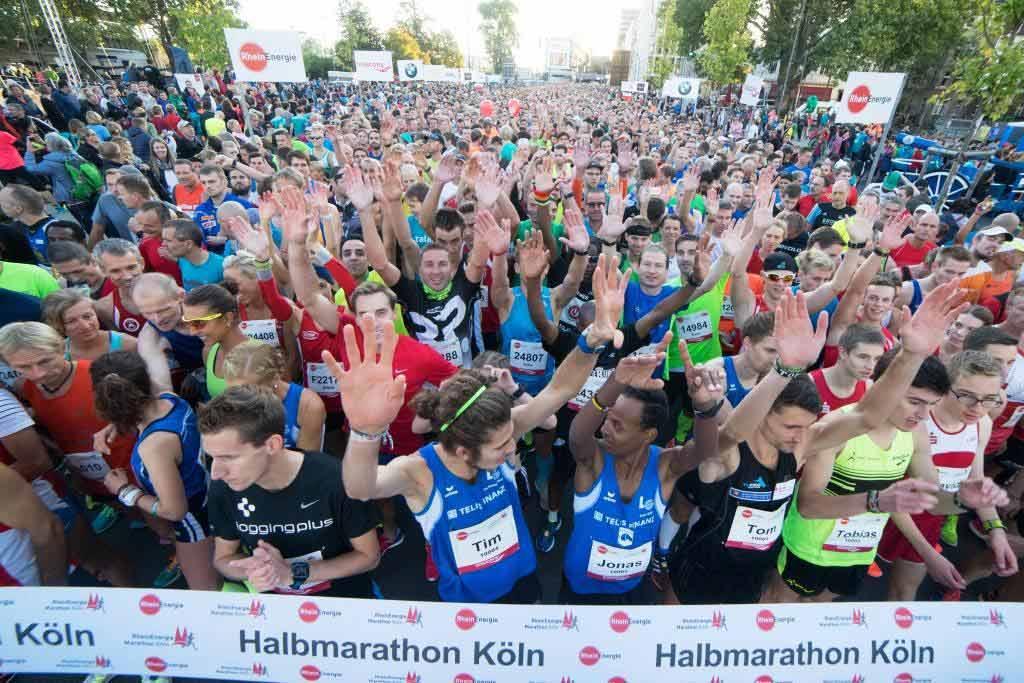 Der Startbereich in Köln-Deutz - copyright: Norbert Wilhemi / Köln Marathon