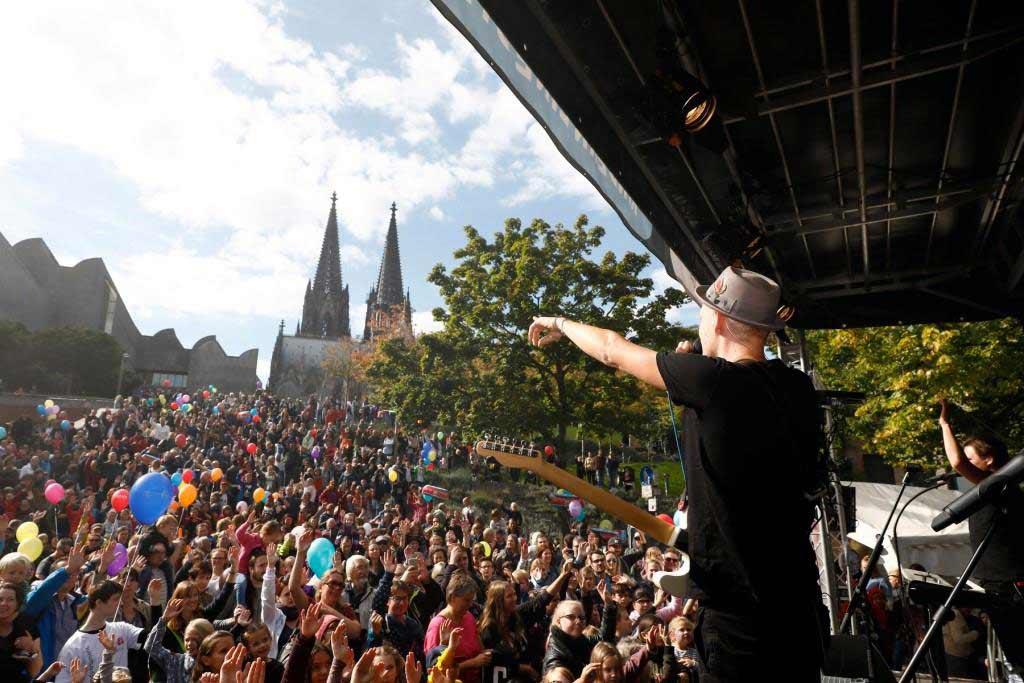 Als besonderes Highlight gab die Kölsch-Rock Band Cat Ballou ein kostenloses Open-Air-Konzert. - copyright: Patric Fouad