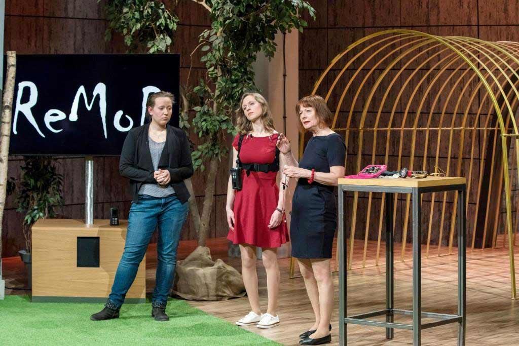 """MovEAid"": Saskia Holodynski (l), Dindia Gutmann und Anna Vonnemann (r.) - Foto: MG RTL D / Bernd-Michael Maurer"