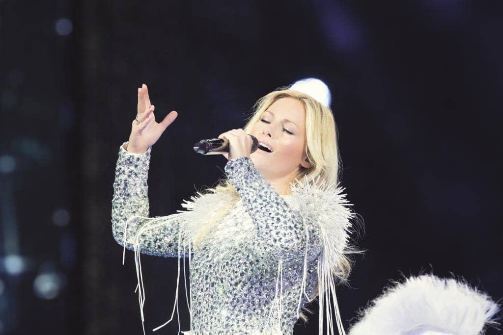 """Während der rund dreistündigen Show zeigt die Sängerin, wie man ein Publikum wirklich """"atemlos"""" bespielt. - copyright: Sandra Ludewig / UNIVERSAL"""