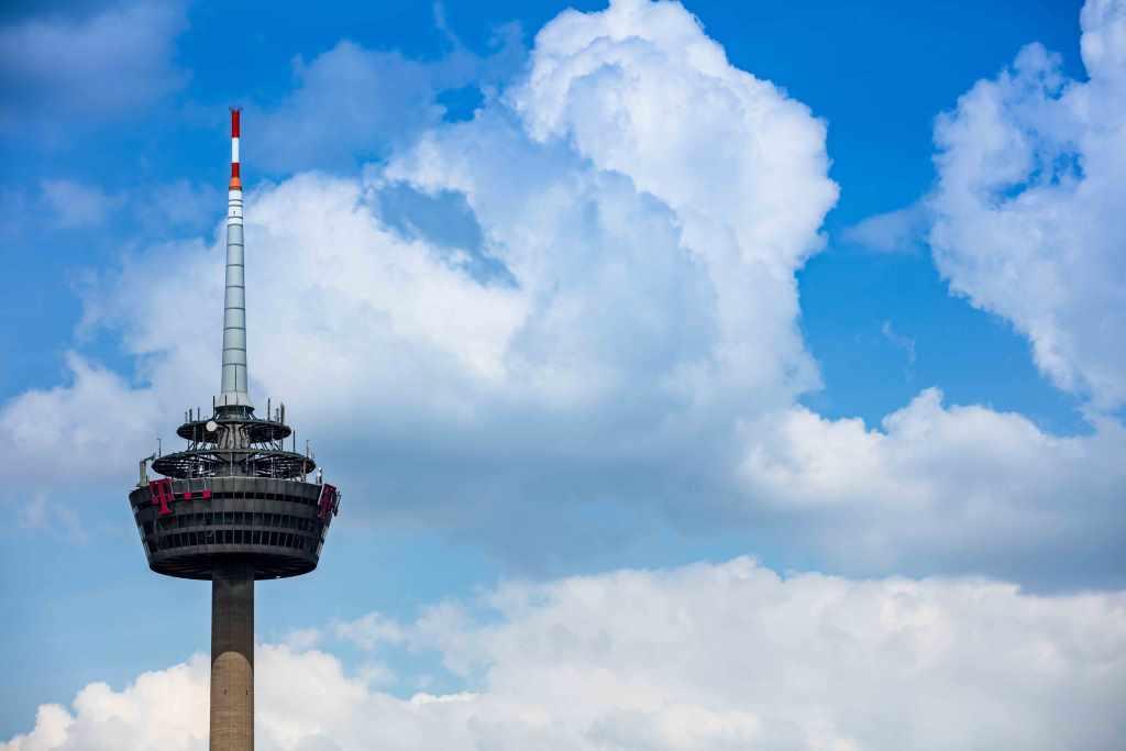 Der Kölner Fernsehturm stellt eine Herausforderung an Fotografen dar. copyright: CityNEWS / Alex Weis
