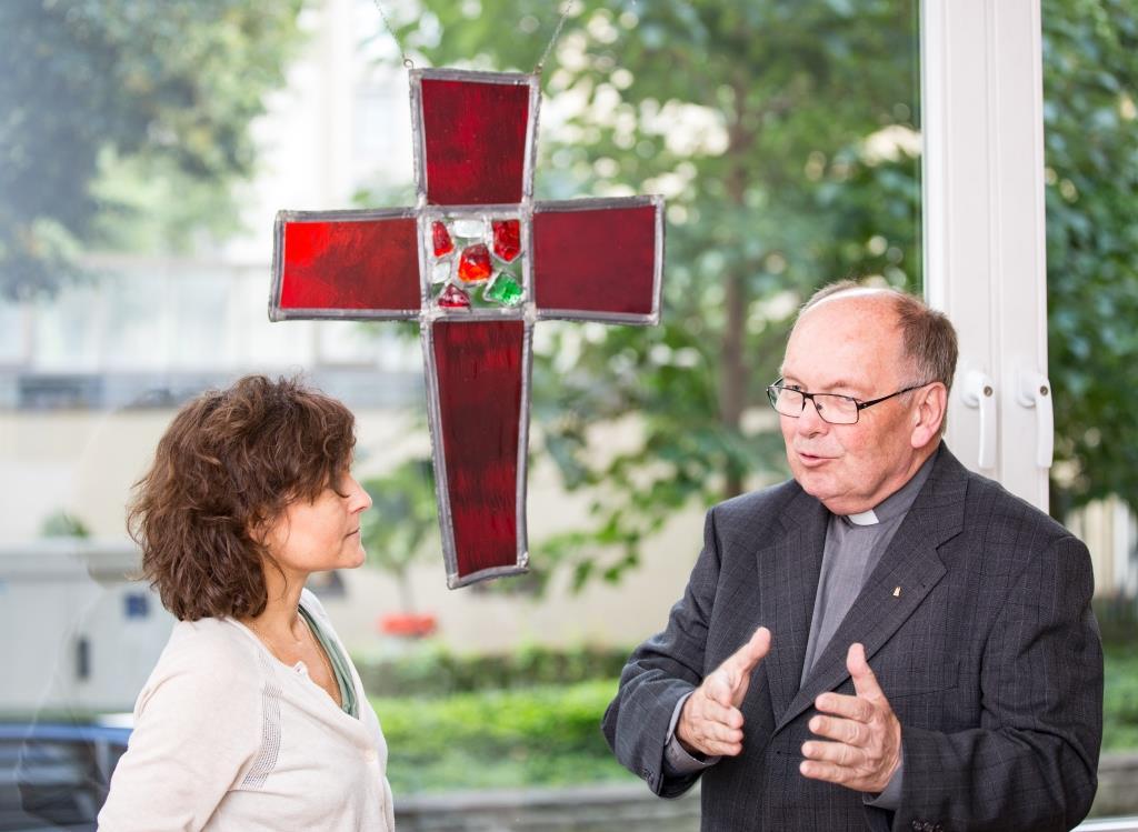 Dompropst Gerd Bachner im Gespräch mit CityNEWS-Chefredakteurin Astrid Waligura. copyright: CityNEWS / Alex Weis