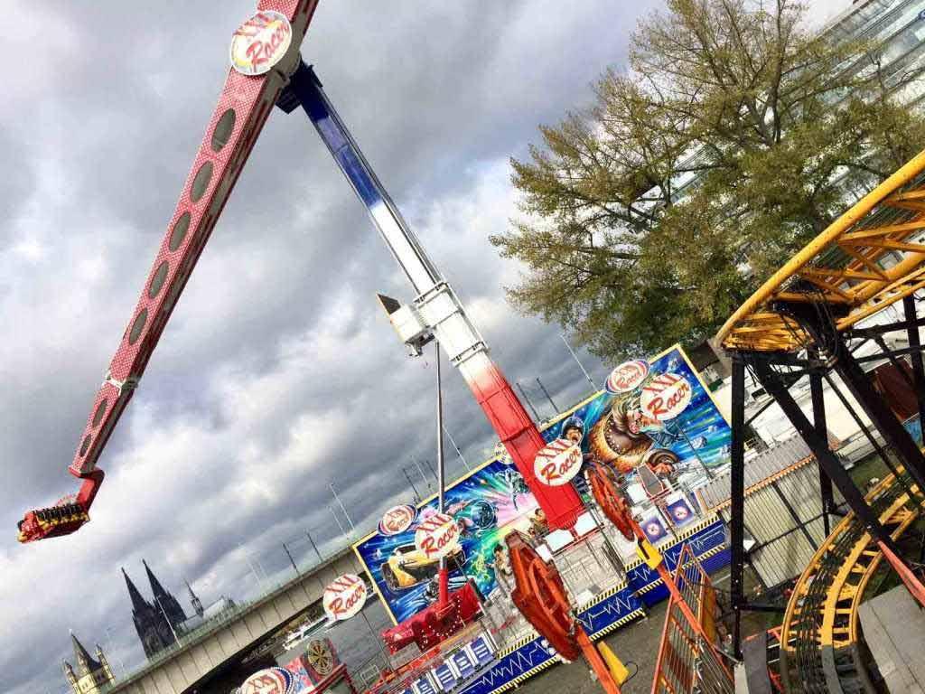 Der 2017 neu gebaute Bosster Racer XXL feiert auf dem Kölner Herbstvolksfest Premiere. copyright: Gemeinschaft Kölner Schausteller (GKS) e.G.