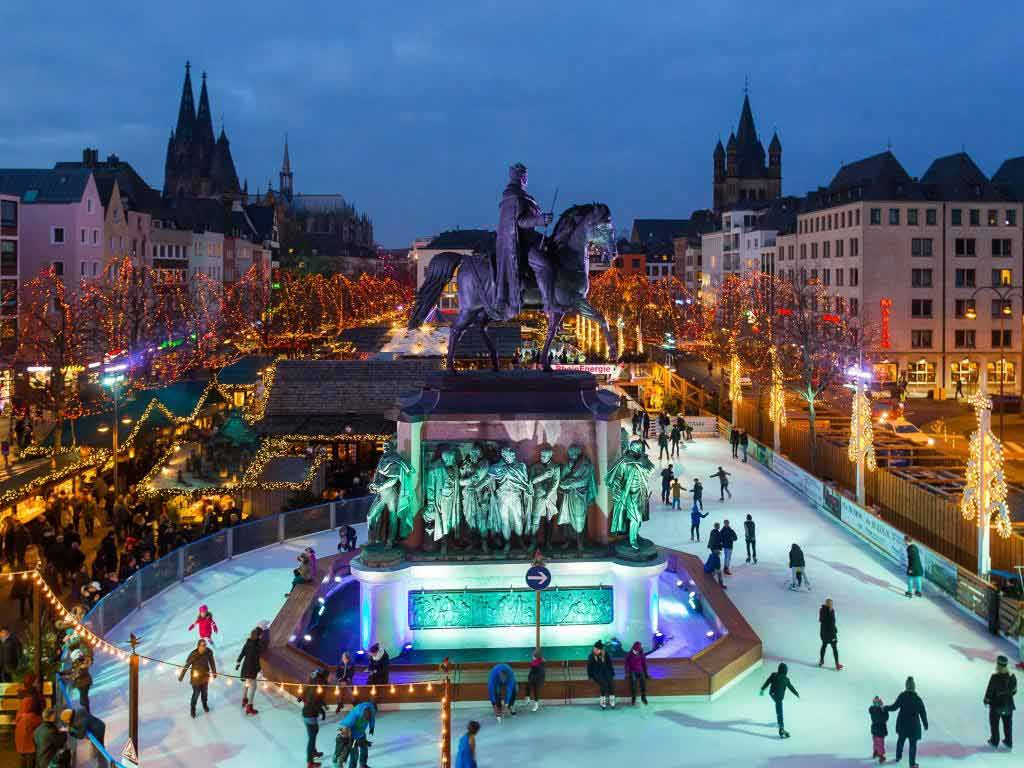 Das Weihnachtsparadies in der Kölner Altstadt präsentiert die wohl schönste Eisbahn Deutschlands unter freiem Himmel mit spektakulärem Programm bis zum 7. Januar 2018 copyright: Heinzel GmbH / Thilo Schmülgen
