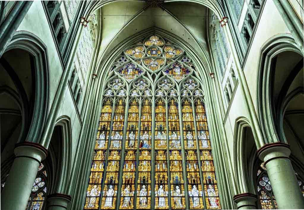 Zu den Besonderheiten des Altenberger Doms zählt das Westfenster, welches um ca. 1400 entstand. - copyright: pixabay.com