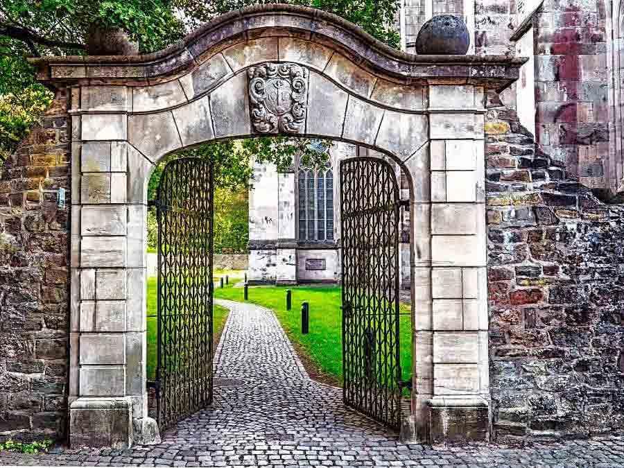 Der Dom in Altenberg gilt als wichtiger Wallfahrt-Ort auf dem Bergischen Jakobsweg. - copyright: pixabay.com