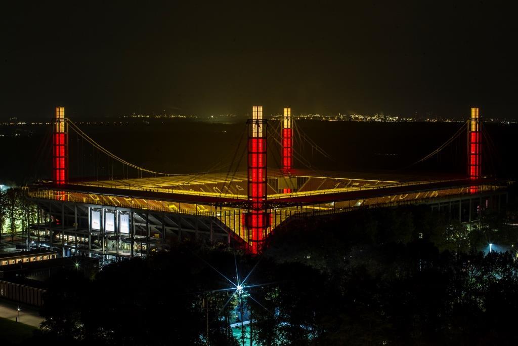 Europas größter Adventskranz leuchtet am RheinEnergieSTADION in Köln copyright: Kölner Sportstätten / Eduard Bopp Sportfotografie