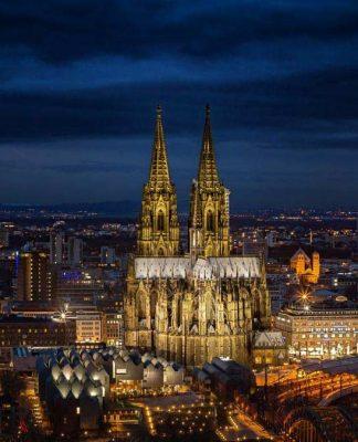 Köln in der Weihnachtszeit ist ein beliebtes Reiseziel. Mit CityNEWS kommen Sie gut durch den Verkehr! copyright: pixabay.com