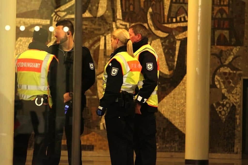 Das Ordnungsamt der Stadt Köln und die Polizeihatten zur Sessionseröffnung alle Hände voll zu tun. copyright: CityNEWS / Thomas Pera