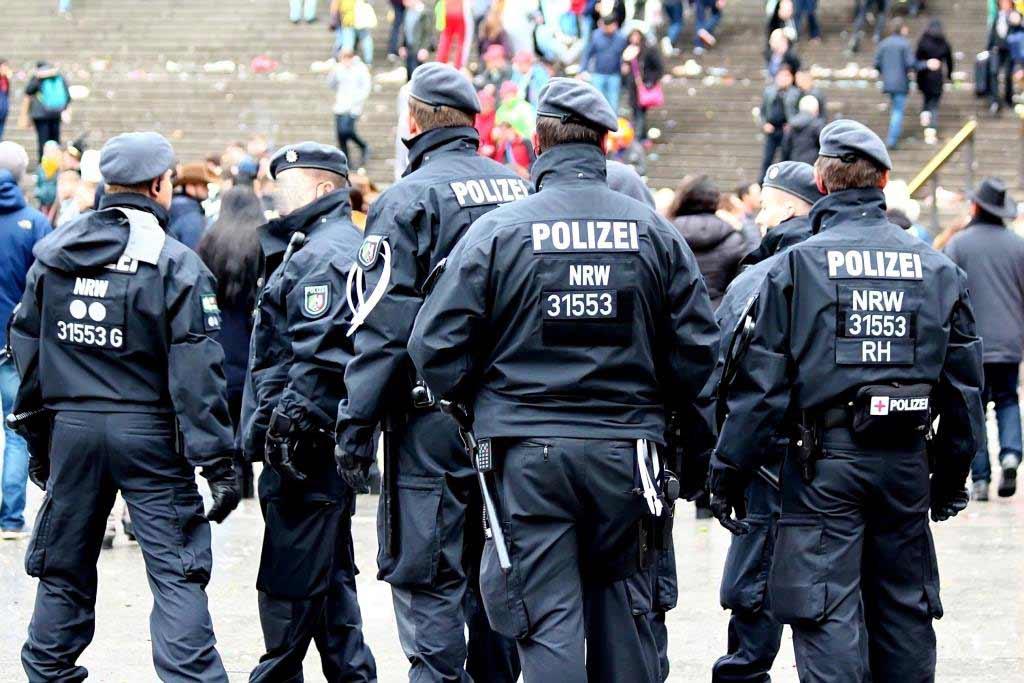 Sicherheit im Rosenmontagszug copyright: CityNEWS / Thomas Pera