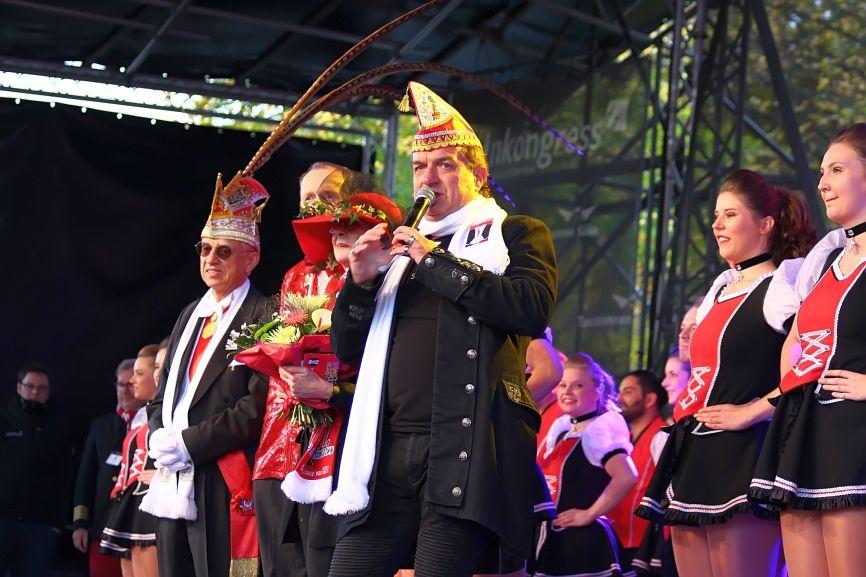Moderator und Entertainer Linus führt durch das Programm in Köln-Deutz. copyright: CityNEWS / Thomas Pera