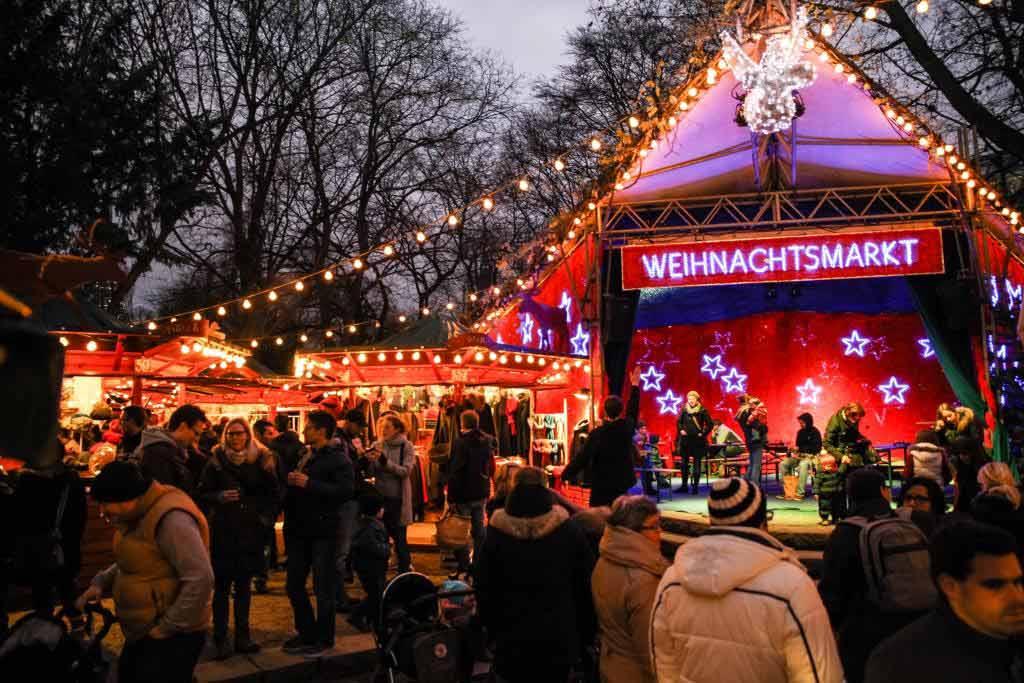 Auf dem Weihnachtsmarkt im Kölner Stadtgarten wartet ein Kulturprogramm mit über 30 Veranstaltungen. - copyright: Weihnachtsmarkt am Stadtgarten