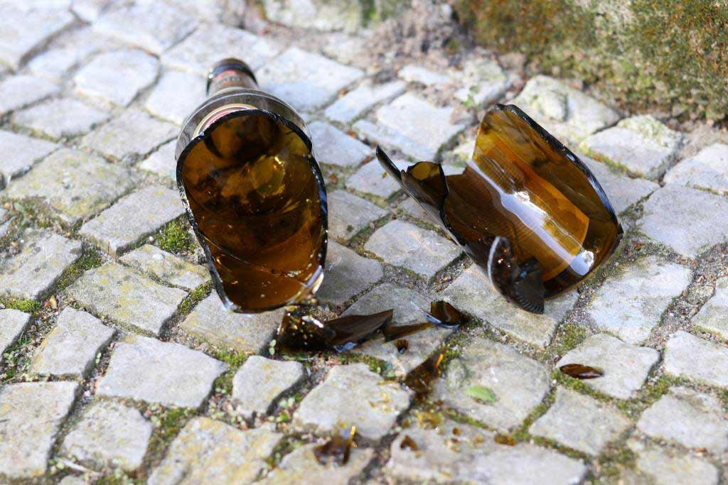 Mit Glasverbot und Pfandsysrem gegen Scherben und Müll copyright: pixabay.com