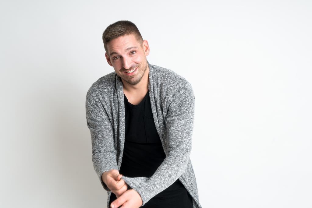 "Der 32-jährige Kölner Künstler ""BenStilller"" dreht Pop-Songs mit ""Mashup-Germany"" durch den Mixer. copyright: www.viktor-schwenk.de"