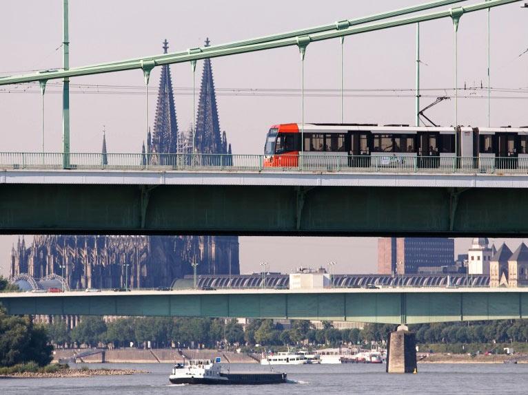 Die Anreise zu den Kölner Lichter copyright: Kölner Verkehrs Betriebe copyright: Christoph Seelbach / Kölner Verkehrs-Betriebe AG
