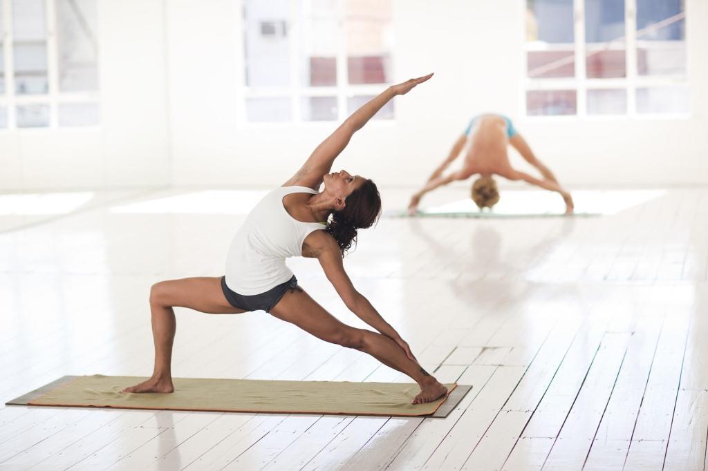 Einfach mal alles loslassen. Dabei können Yoga-Übungen helfen. Foto: pixabay.com