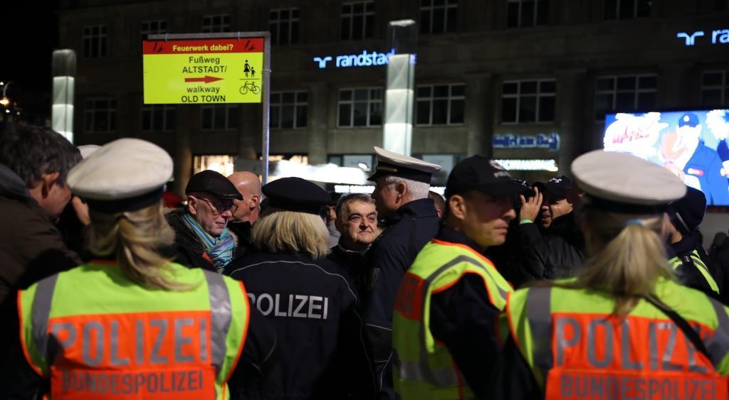 Auch die Bundespolizei mit dem Einsatzschwerpunkt am Kölner Hauptbahnhof ist zufrieden mit dem Einsatzverlauf. copyright: CityNEWS / Thomas Pera