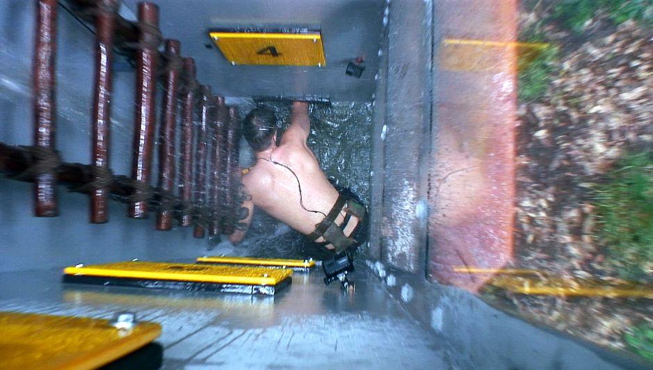 David muss in einen großen Wassertank steigen, und mit einem Schraubenschlüssel Boxen öffnen. Foto: MG RTL D Alle Infos zu 'Ich bin ein Star - Holt mich hier raus!' im Special bei RTL.de