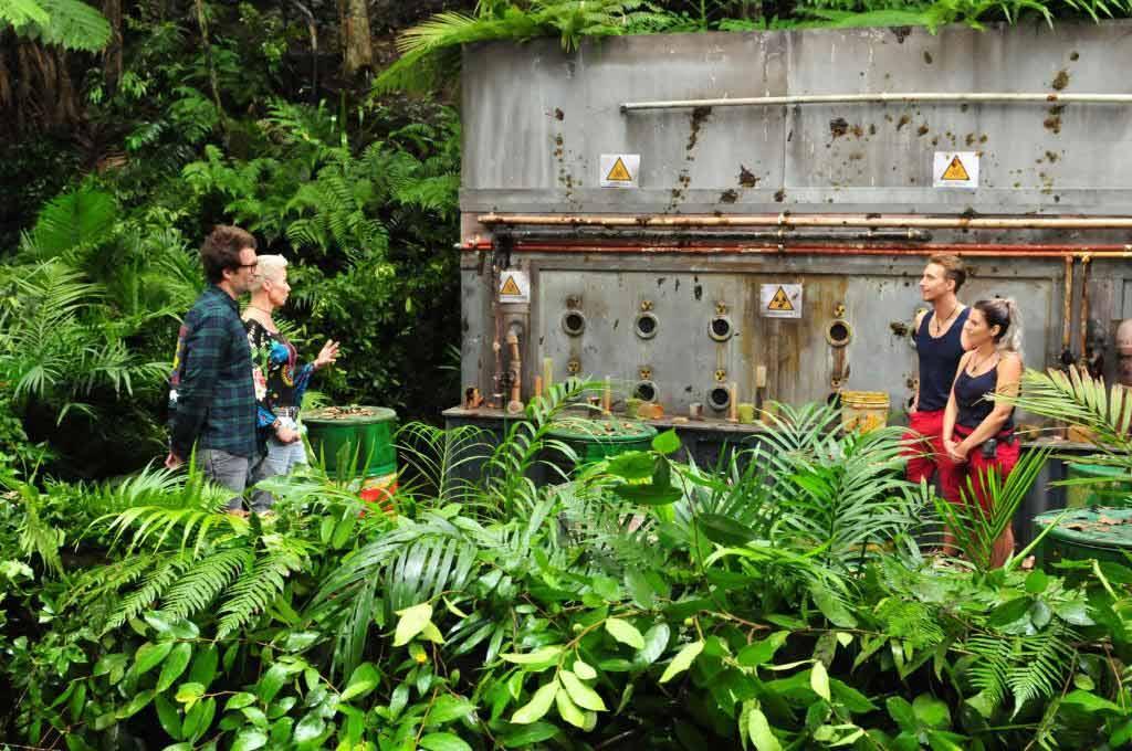 Jenny und David auf der Sonderfüll-Deponie Foto: MG RTL D / Stefan Menne Alle Infos zu 'Ich bin ein Star - Holt mich hier raus!' im Special bei RTL.de