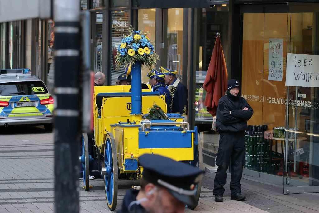 Bei dem Vorfall mit einer Kutsche wurden insgesamt vier Personen verletzt, darunter der Kutscher. copyright: CityNEWS / Thomas Pera